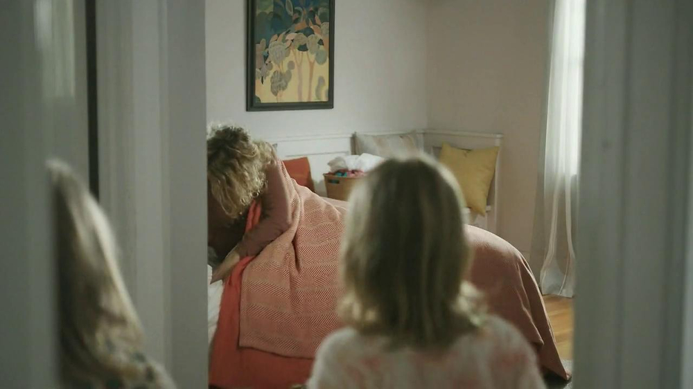 Tempur-Pedic TV Spot, 'Bear' - Screenshot 8