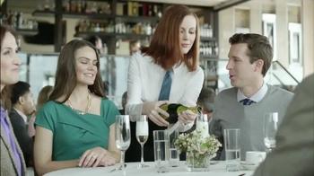 Skechers Slip Resistant TV Spot, 'Restaurante Desastre' [Spanish] thumbnail