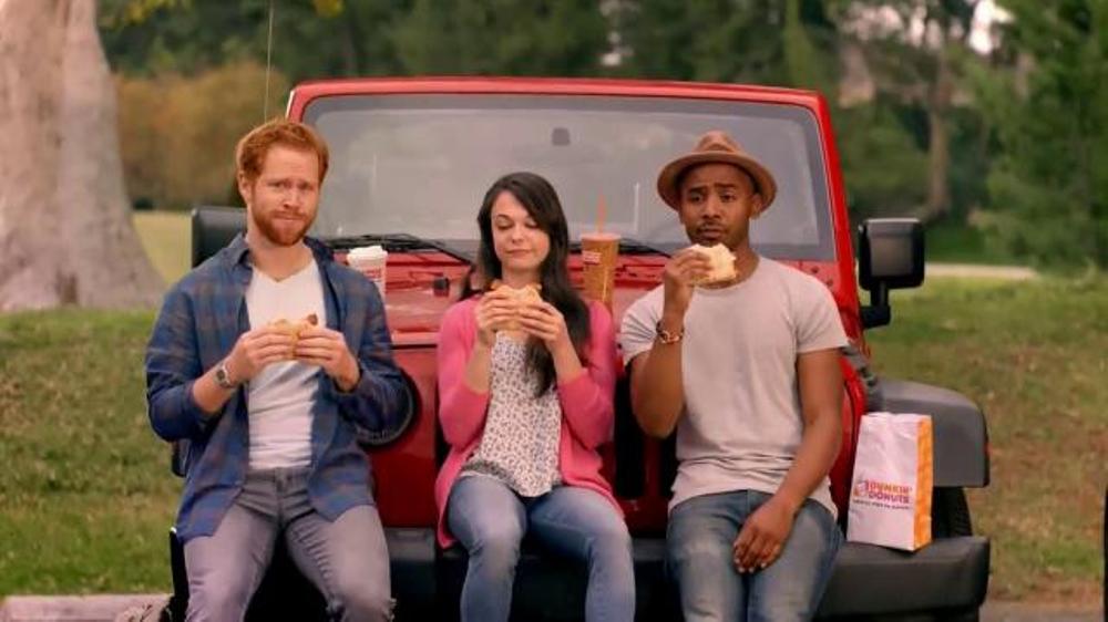 Dunkin' Donuts Spicy Omelet Flatbread TV Spot, 'You Speak Spanish?'