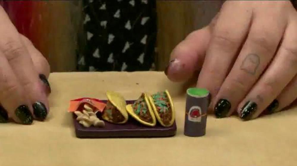 Taco Bell Sriracha Quesarito TV Spot, 'True Fans of the Bell' thumbnail