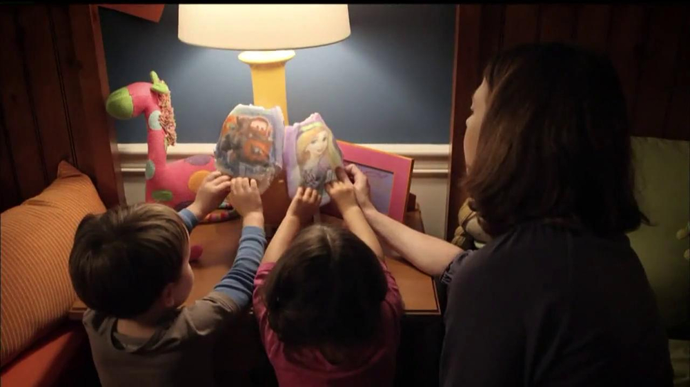Huggies Glow-In-The-Dark Pull-Ups TV Spot, 'Bedtime' - Screenshot 1
