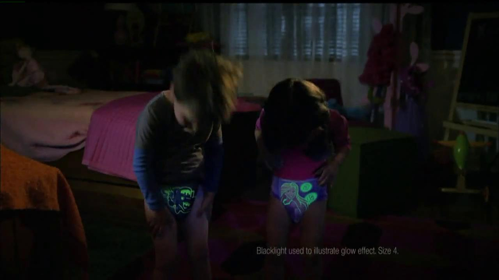 Huggies Glow-In-The-Dark Pull-Ups TV Spot, 'Bedtime' - Screenshot 6