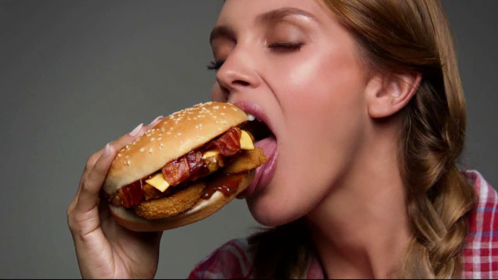 Carl s jr western bacon cheeseburger tv spot screenshot 4