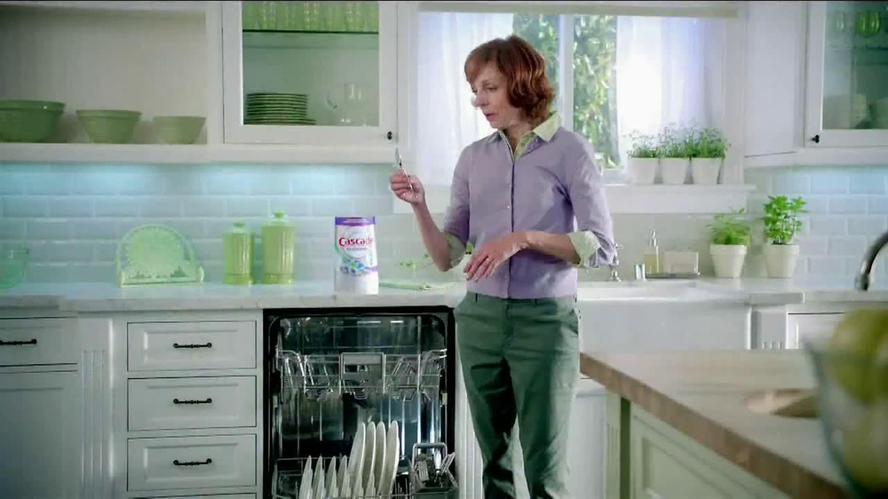 Cascade Platinum TV Spot, 'Mom's Spoons' - Screenshot 10