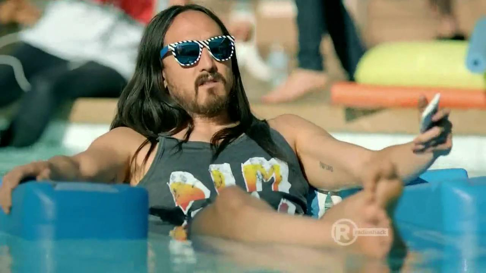 Radio Shack TV Spot, 'Sol Replic Deck' Feat. Lil Jon and Michael Phelps - Screenshot 7