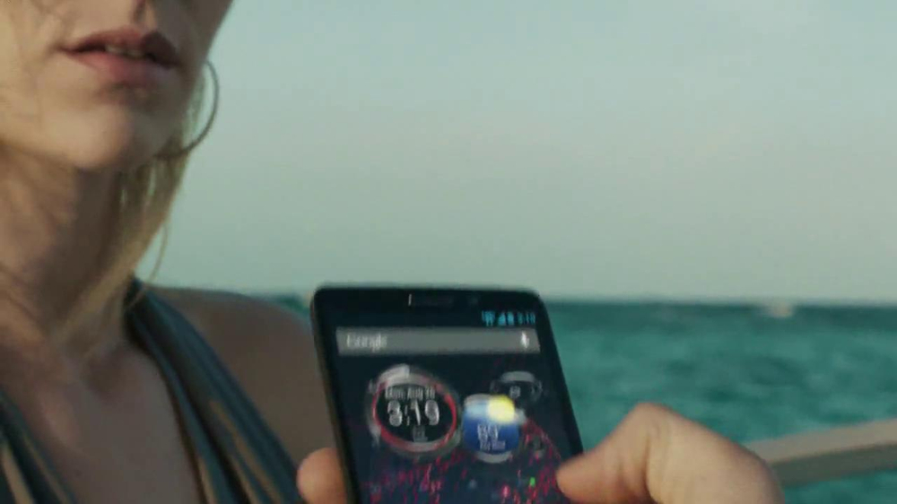 Verizon Droid Max TV Spot, 'Droid Max: Island' - Screenshot 7