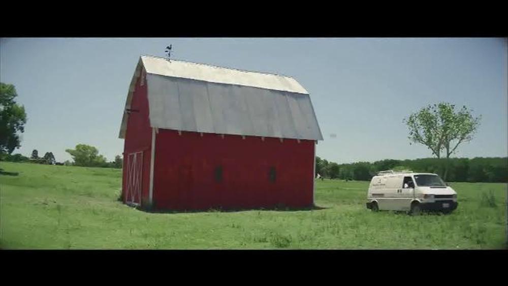 Benjamin moore aura exterior paint tv spot 39 the red barn - Benjamin moore aura interior paint ...