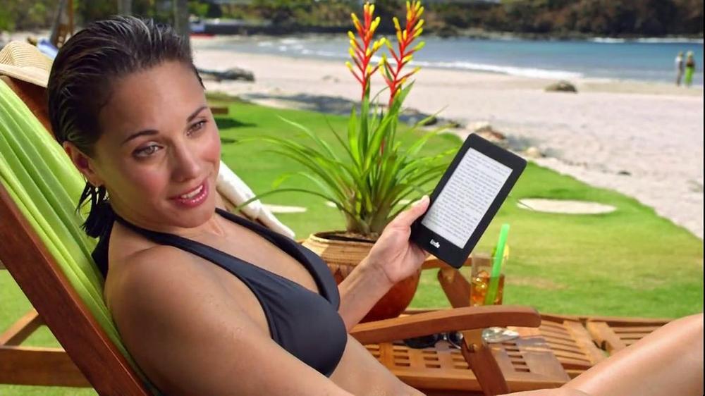 Amazon Kindle Paperwhite TV Spot, 'Husbands' - Screenshot 4