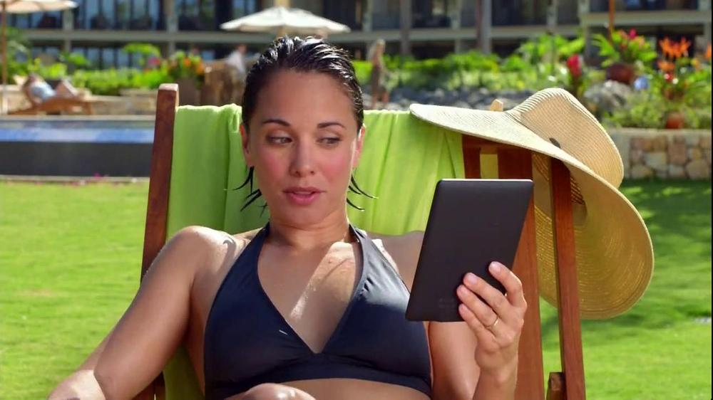 Amazon Kindle Paperwhite TV Spot, 'Husbands' - Screenshot 6