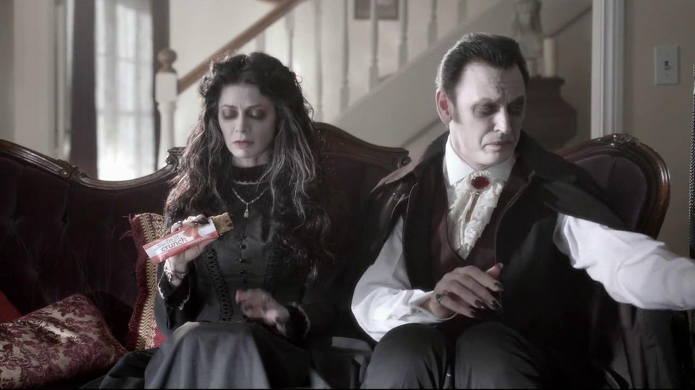 Nutri-Grain Fruit Crunch Bar TV Spot, 'Dracula' - Screenshot 4