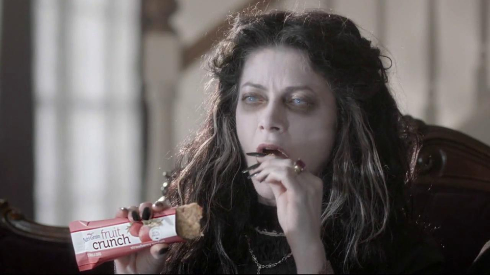 Nutri-Grain Fruit Crunch Bar TV Spot, 'Dracula' - Screenshot 5
