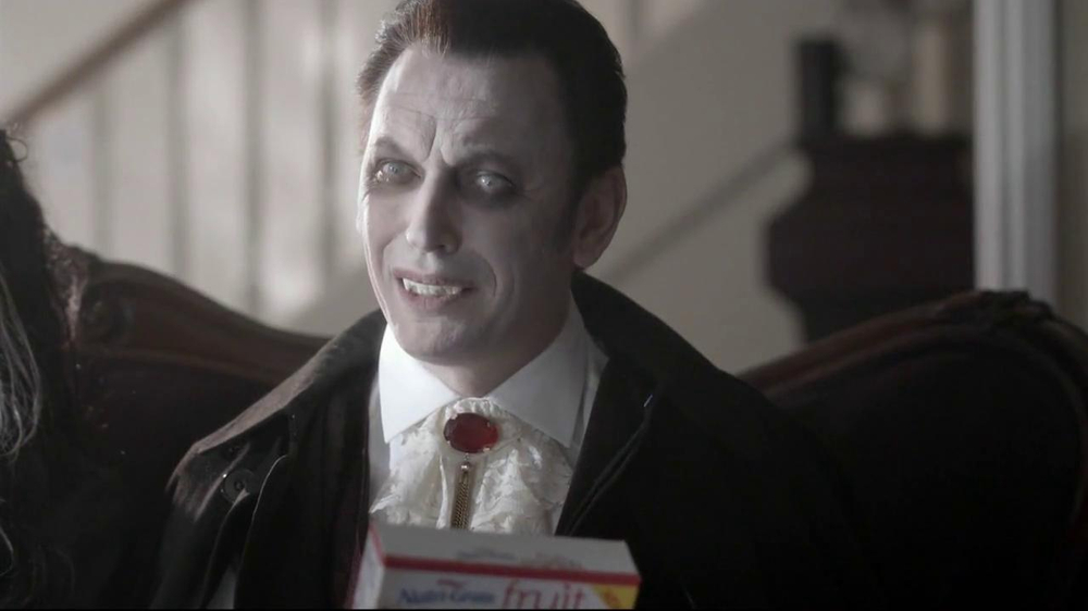 Nutri-Grain Fruit Crunch Bar TV Spot, 'Dracula' - Screenshot 7