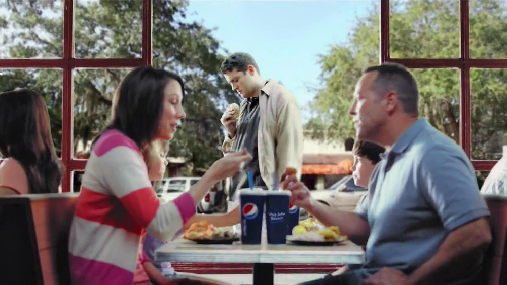 Long John Silver's Cod and Shrimp Basket TV Spot, 'Fish Sandwich' - Screenshot 5