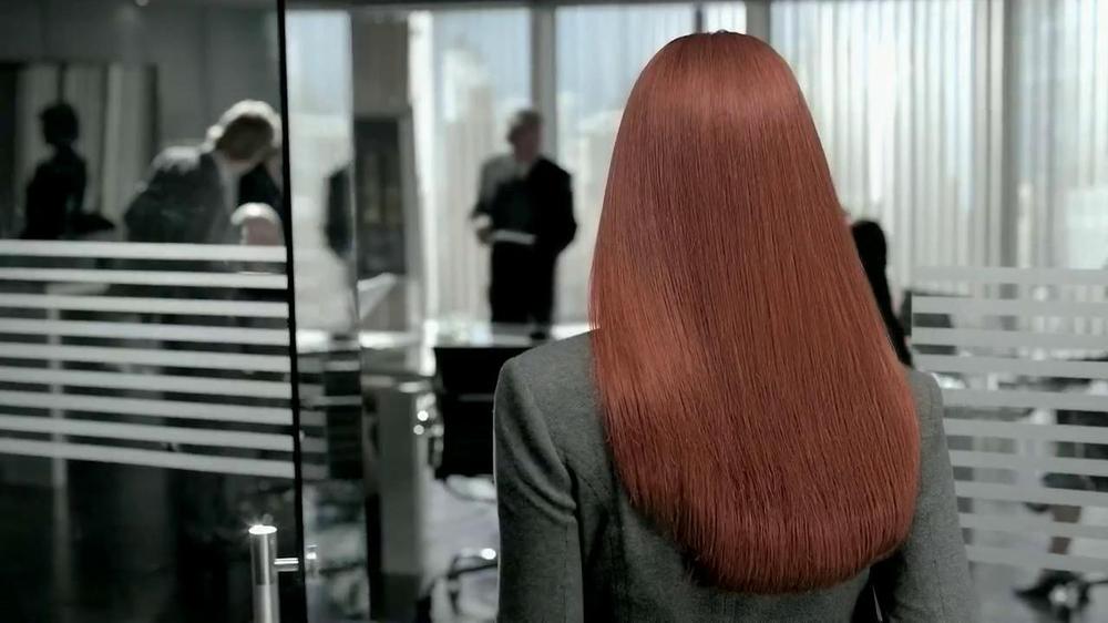 Revlon Luxurious Colorsilk Buttercream TV Spot Featuring Olivia Wilde - Screenshot 1