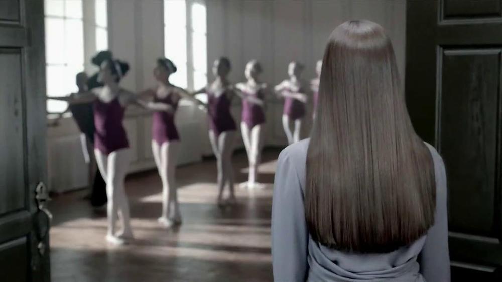 Revlon Luxurious Colorsilk Buttercream TV Spot Featuring Olivia Wilde - Screenshot 3