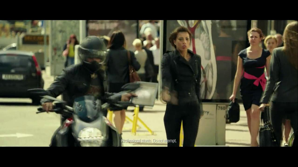 Lenovo Yoga TV Spot, 'Motorcycle Escape' - Screenshot 6
