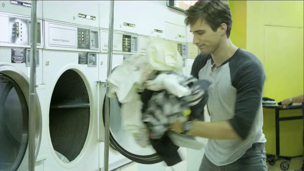 Speed Stick 2013 Super Bowl TV Spot, 'Unattended Laundry' - Screenshot 3