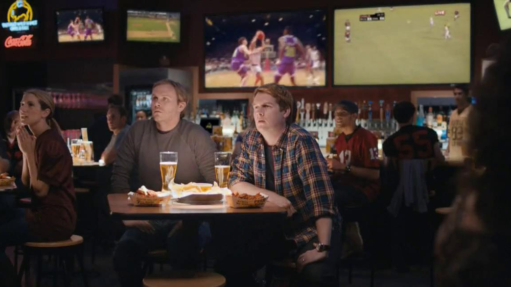 Buffalo Wild Wings TV Spot, 'Stranger' - Screenshot 1