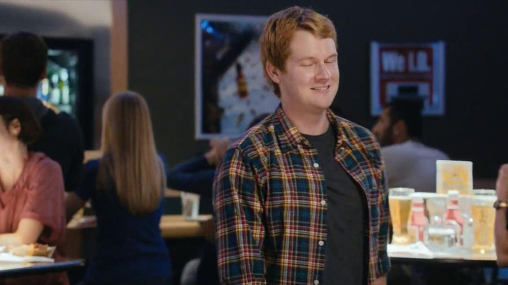 Buffalo Wild Wings TV Spot, 'Stranger' - Screenshot 6