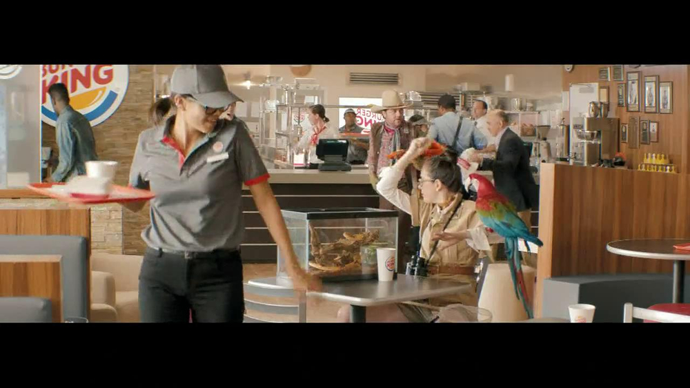 Burger King Whopper Jr. TV Spot, 'Dancing' - Screenshot 1