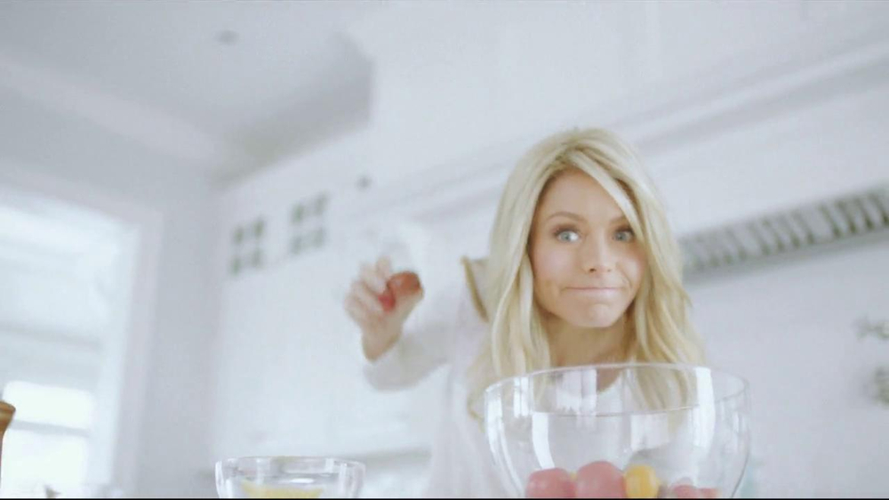 Colgate Total Adavanced TV Spot, 'You Can Do It' Featuring Kelly Ripa - Screenshot 3