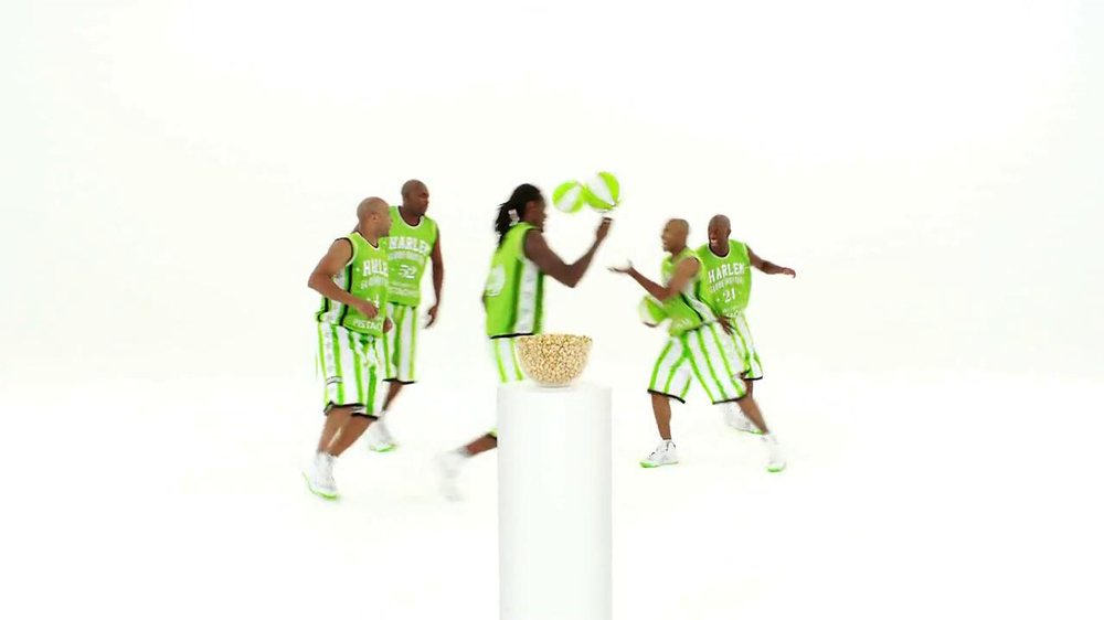 Wonderful Pistachios TV Spot Featuring The Harlem Globe Trotters - Screenshot 2