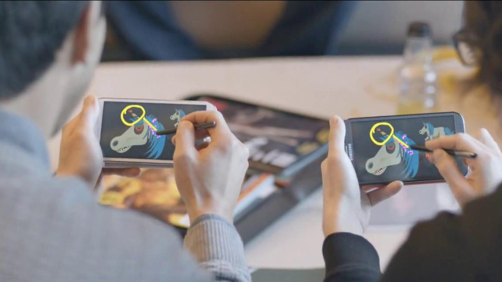 Samsung Galaxy Note II TV Spot, 'Unicorn Apocalyse: New Designs' - Screenshot 6
