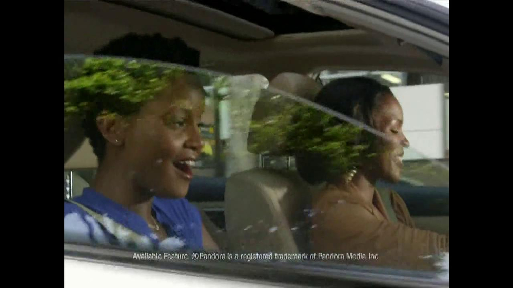 2013 Nissan Altima TV Spot, 'Hot' Song by J.J. Fad - Screenshot 3