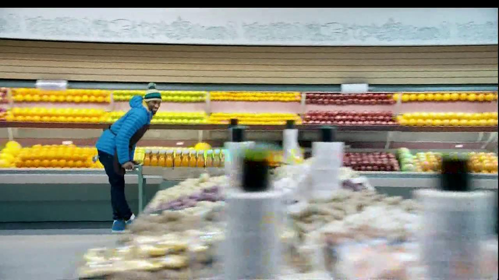 Tropicana Farmstand TV Spot, 'Grocery Store Dance' Song by Passion Pit - Screenshot 3