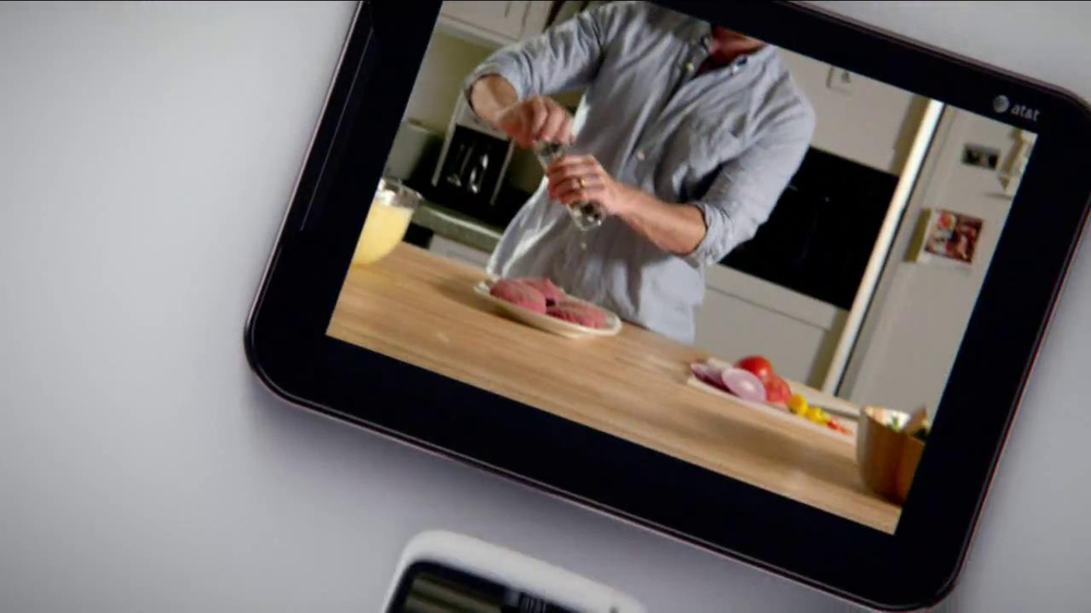 AT&T Mobile Share TV Spot, 'Share On All Devices' - Screenshot 3