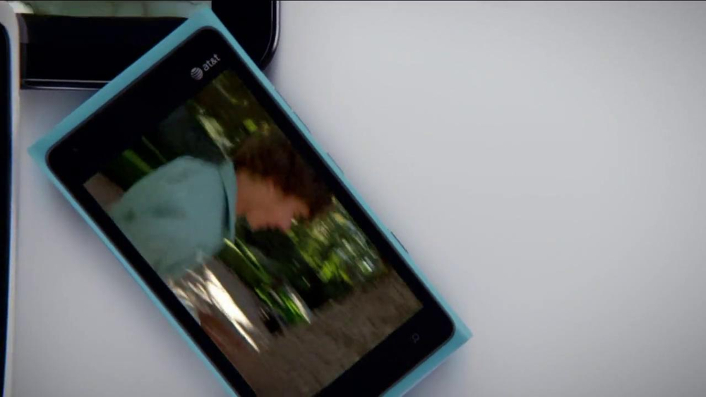 AT&T Mobile Share TV Spot, 'Share On All Devices' - Screenshot 5