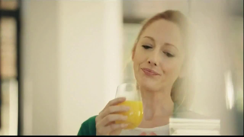 Tropicana Trop50 TV Spot, 'Sisters' Feat. Jane Krakowski, Judy Greer - Screenshot 6