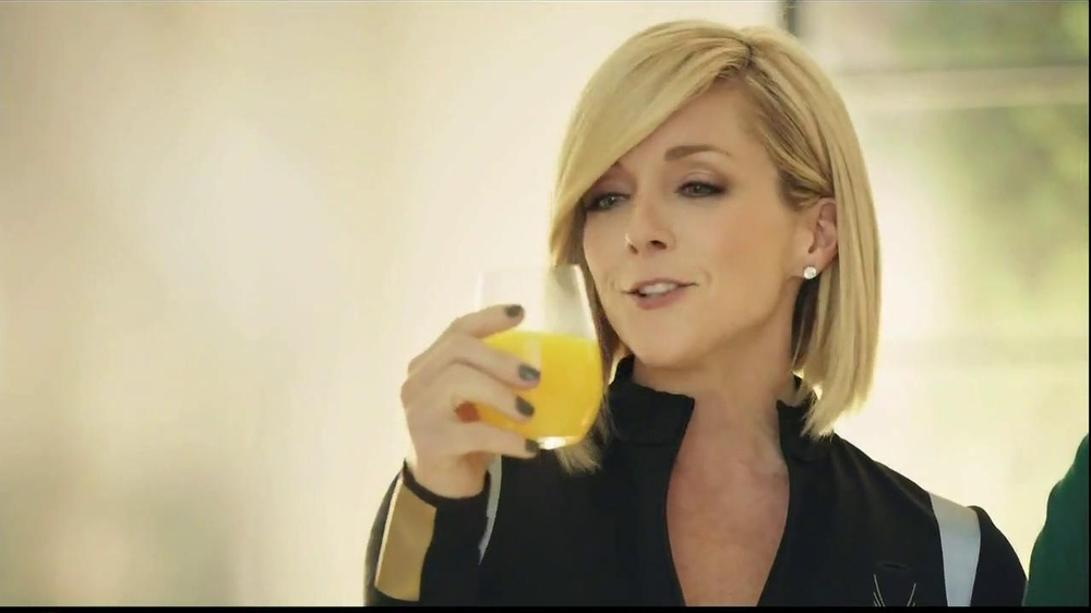 Tropicana Trop50 TV Spot, 'Sisters' Feat. Jane Krakowski, Judy Greer - Screenshot 7