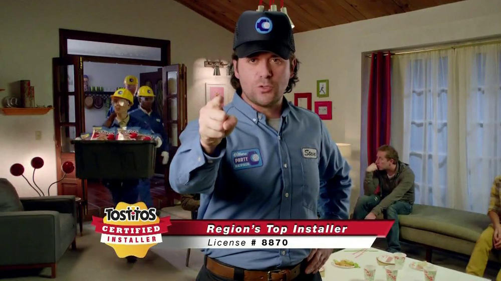 Tostitos Fajita Scoops TV Spot, 'Speaker Dancer' - Screenshot 6