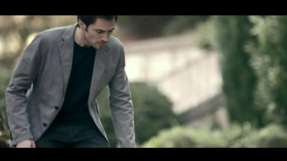 Range Rover Evoque TV Spot, 'Scarf' Song by Jun Miyake - Screenshot 1