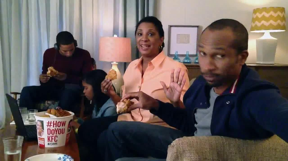 KFC Favorites Bucket TV Spot, 'Family Time' - Screenshot 1