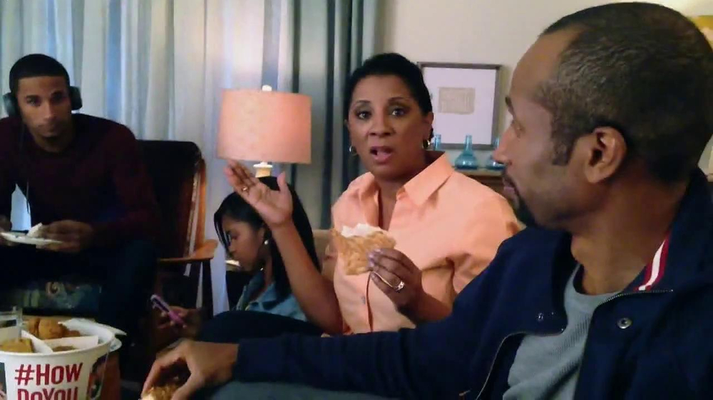 KFC Favorites Bucket TV Spot, 'Family Time' - Screenshot 2