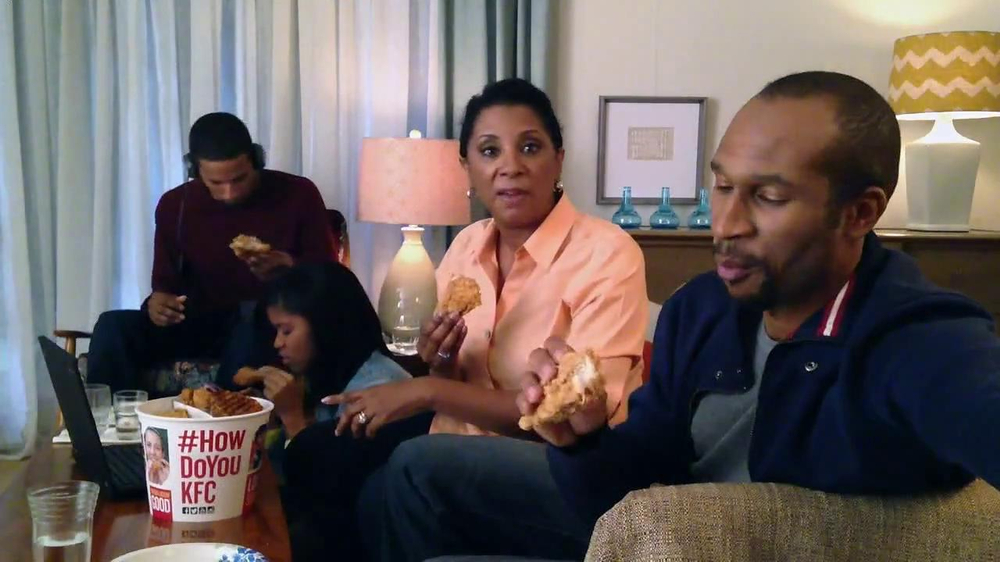 KFC Favorites Bucket TV Spot, 'Family Time' - Screenshot 3