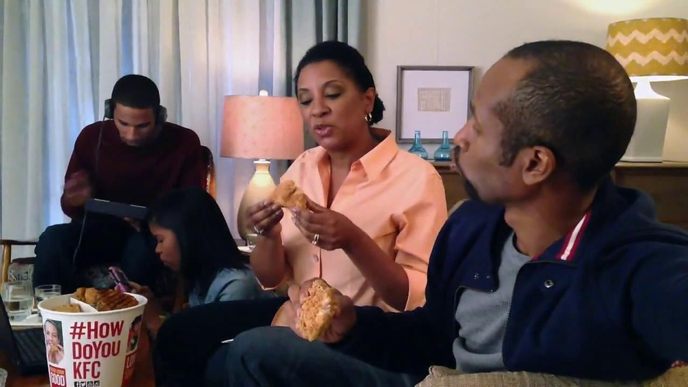 KFC Favorites Bucket TV Spot, 'Family Time' - Screenshot 4
