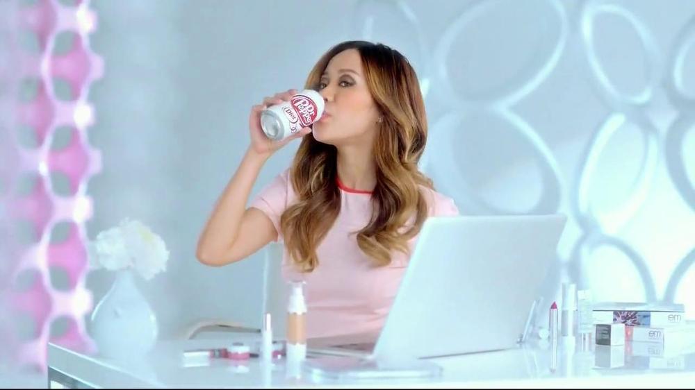 Dr Pepper Diet TV Spot, '/1' Featuring Michelle Phan, Song by Lenka - Screenshot 10