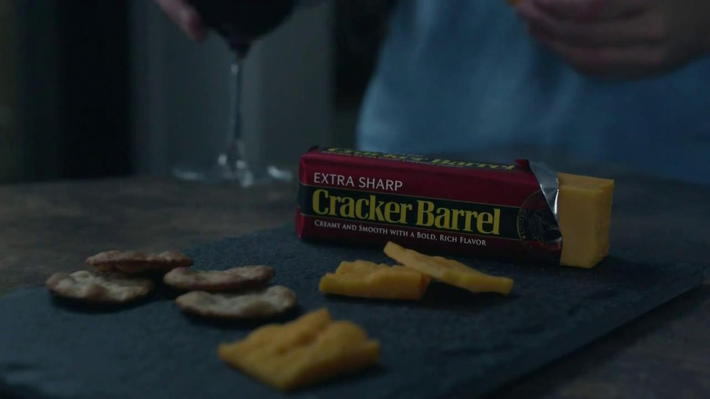 Cracker Barrel Cheeder Cheese TV Spot, 'Late Night Snacking' thumbnail