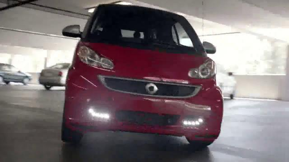 2014 Smart Cars TV Spot, 'Parking Garage' - Screenshot 4