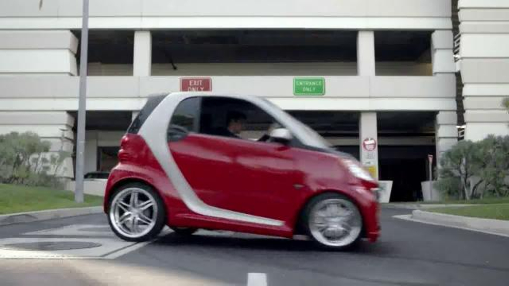 2014 Smart Cars TV Spot, 'Parking Garage' - Screenshot 5