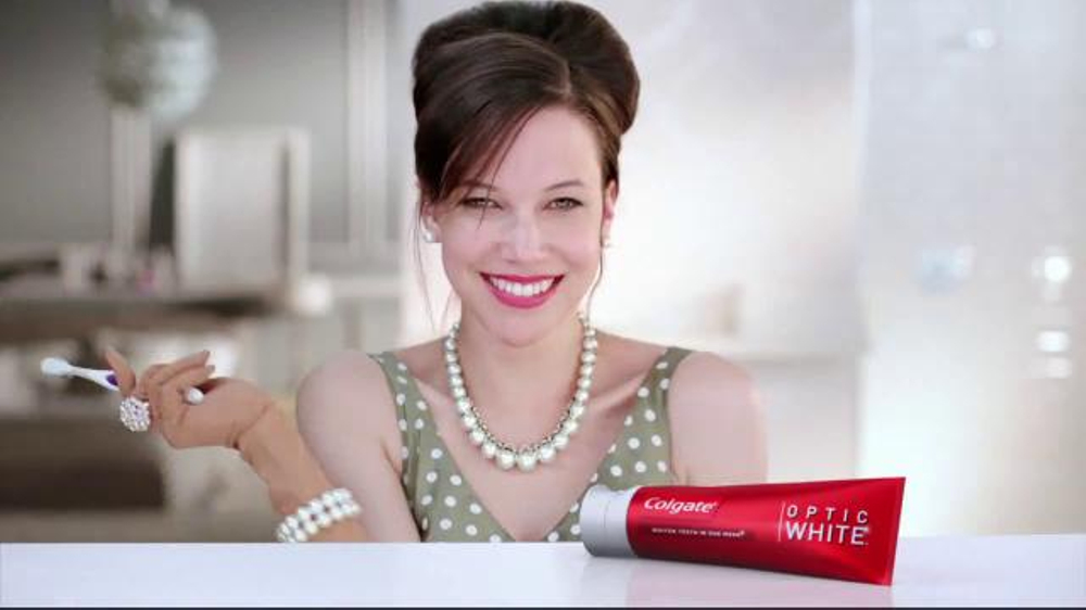 Colgate Optic White TV Spot, 'Accessories' - Screenshot 3