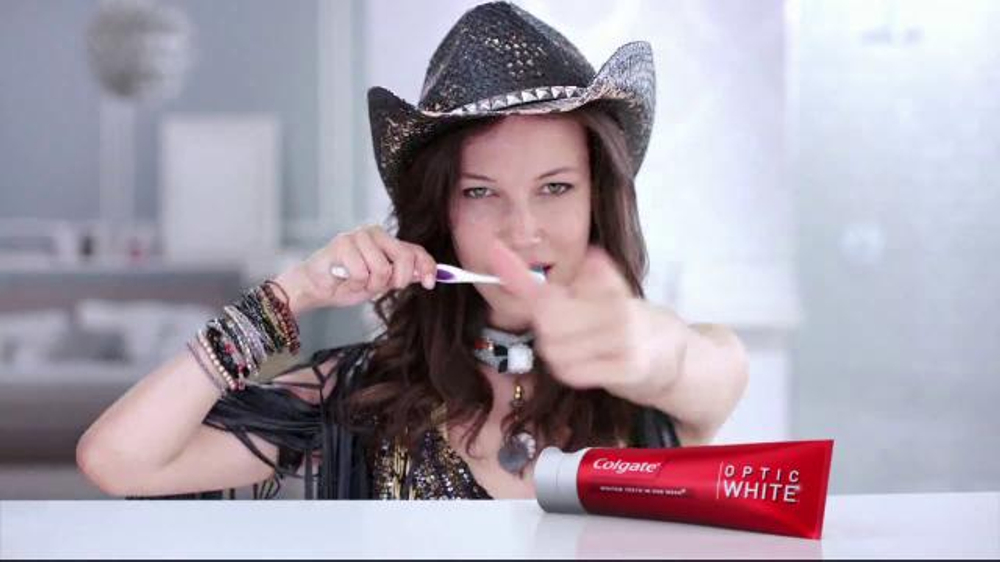 Colgate Optic White TV Spot, 'Accessories' - Screenshot 7