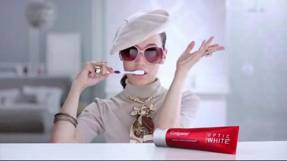 Colgate Optic White TV Spot, 'Accessories' - Screenshot 8