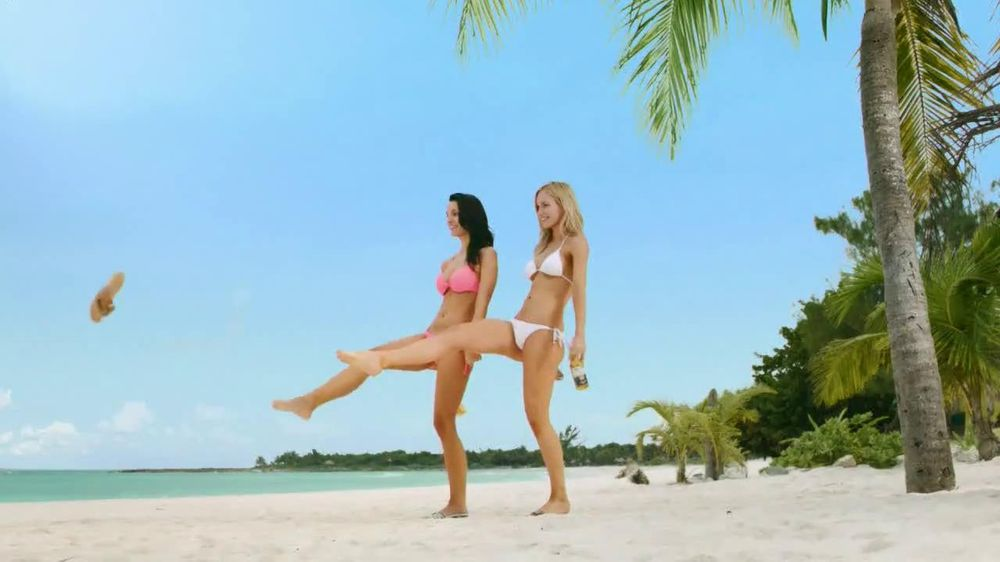 Corona Extra TV Spot, 'Shoes' - Screenshot 3