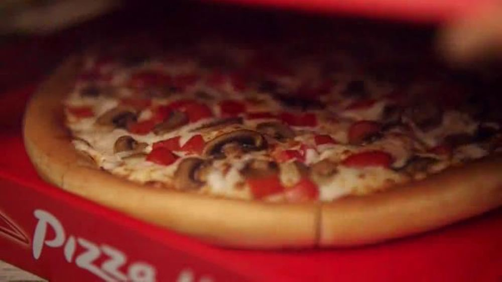 Pizza Hut TV Spot, '$7.99 Online Deal' - Screenshot 1