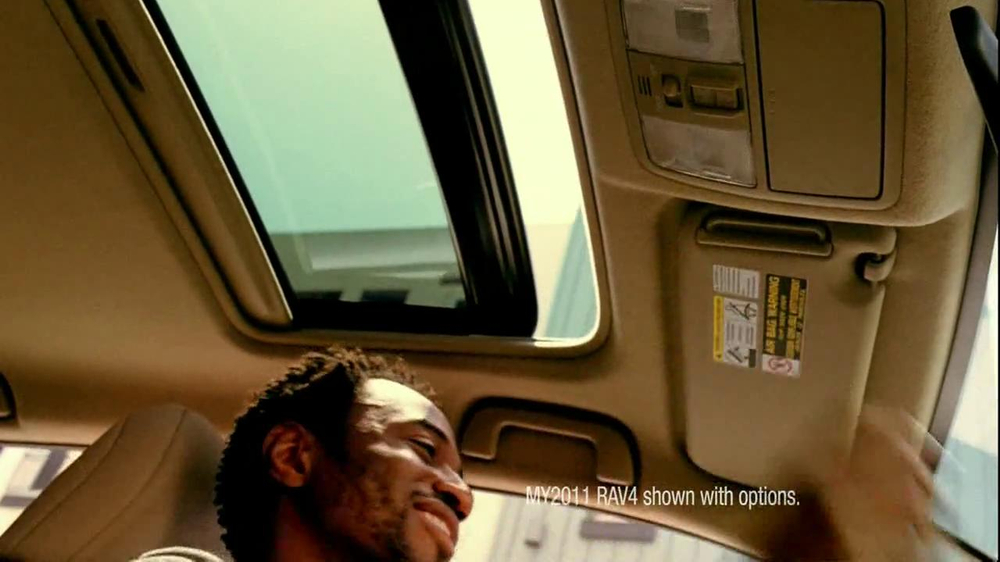 Toyota RAV4 TV Spot, 'Dog's Great Day' Featuring LL Cool J - Screenshot 3