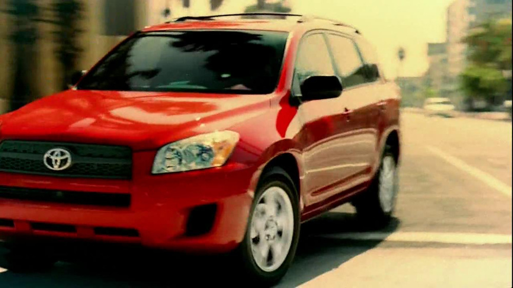Toyota RAV4 TV Spot, 'Dog's Great Day' Featuring LL Cool J - Screenshot 4